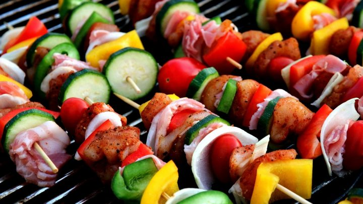 Jak urządzić niezapomniane przyjęcie grillowe?